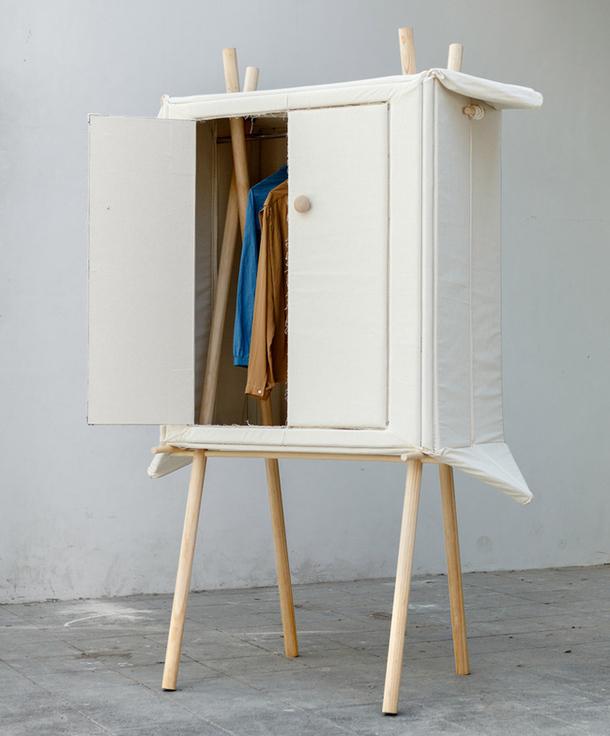 Красивый сборный матерчатый шкаф на деревянном каркасе
