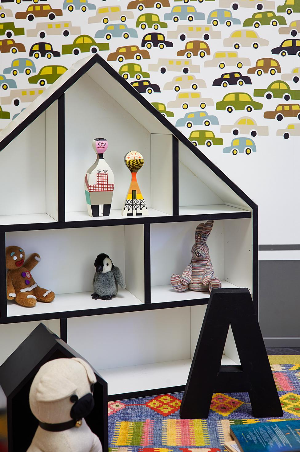 Домик с игрушками в детской