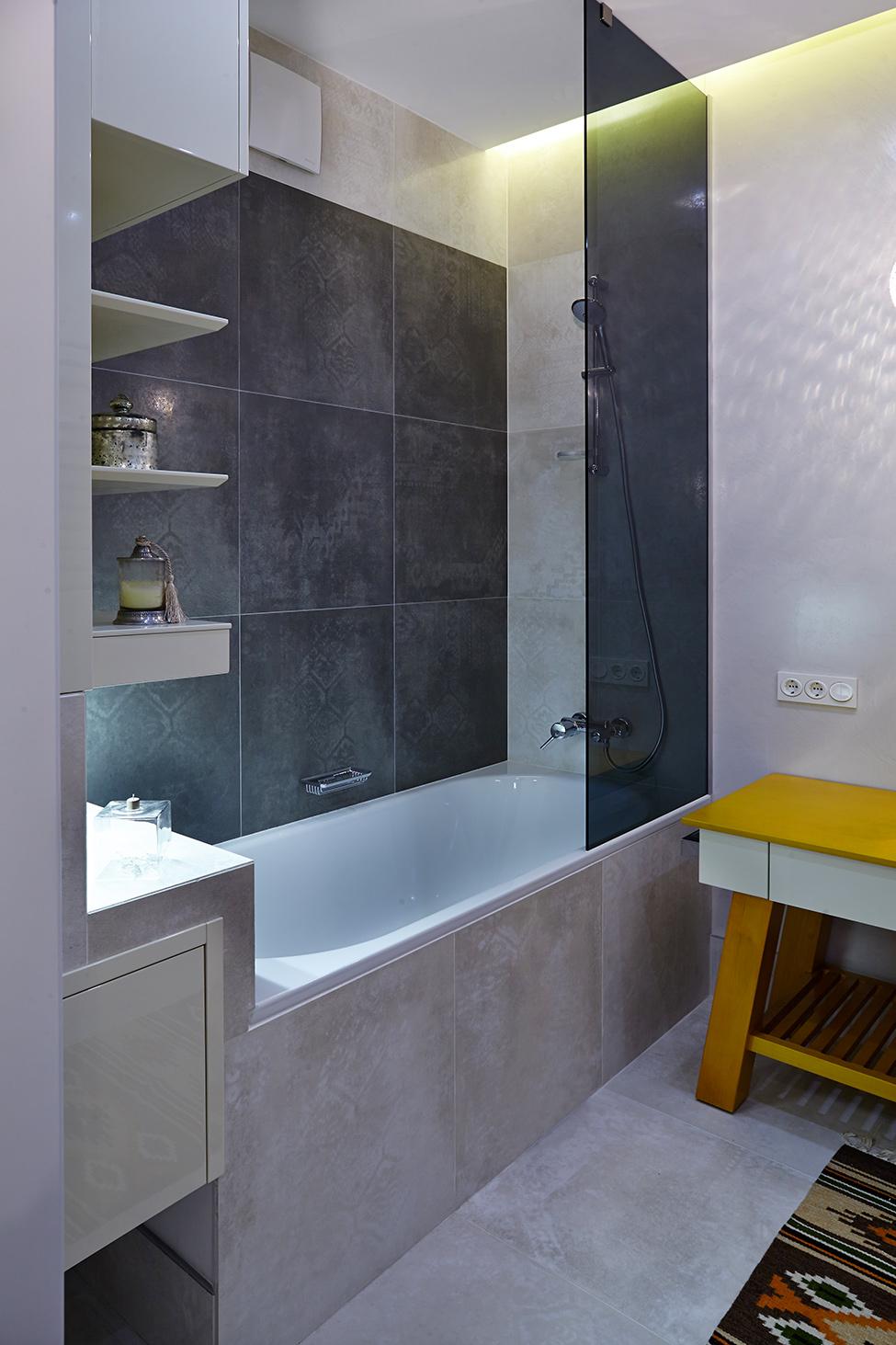 Небольшая компактная ванная комната