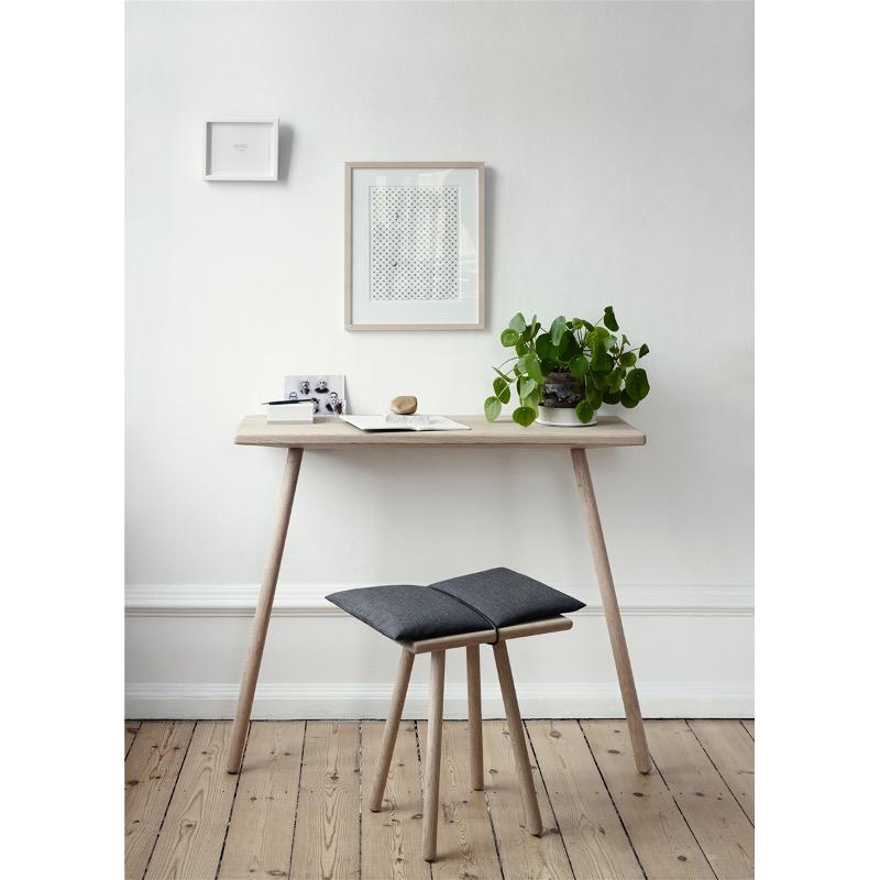Стол из дерева с крепление к стене