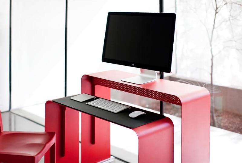 Яркий двусоставной стол