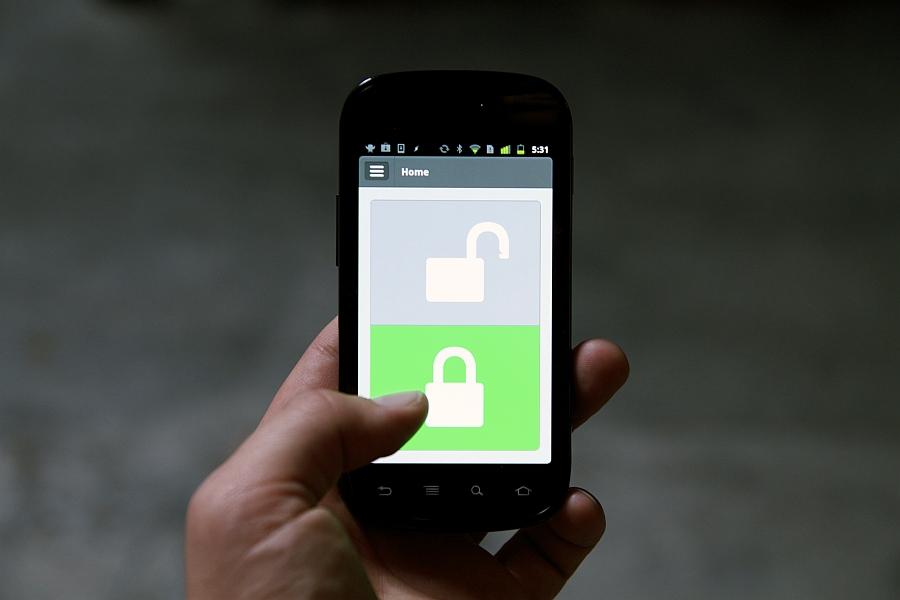 Быстрая блокировка замка с помощью приложения Lockitron iPhone