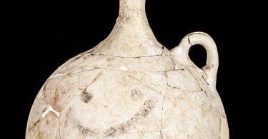 Смайлик-эмодзи на 3,700-летнем глиняном сосуде