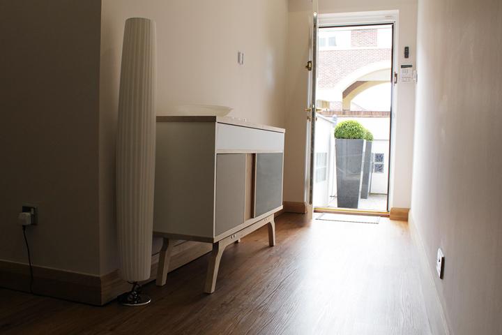 Дизайнерская тумба в помещение с элементами декора