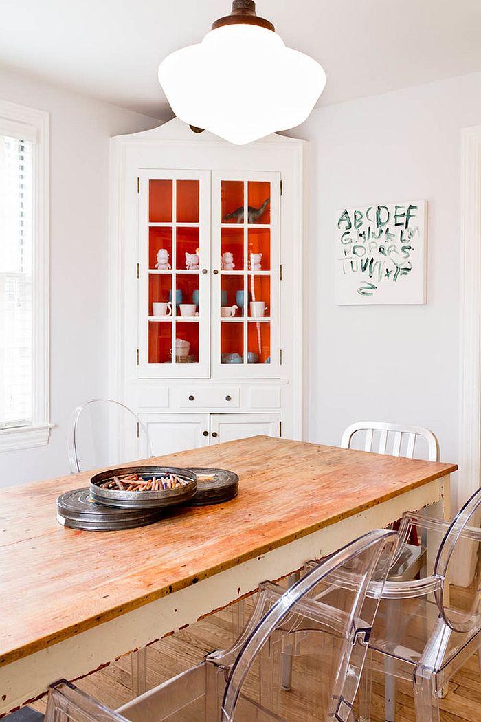 Сочетание оранжевого цвета в интерьере - белоснежный дизайн