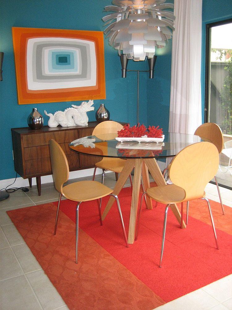 Сочетание оранжевого цвета в интерьере - столовая мид-сенчури