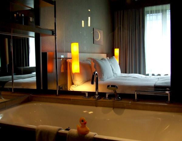 Спальня роскошного отеля Sofitel Munich Bayerpost