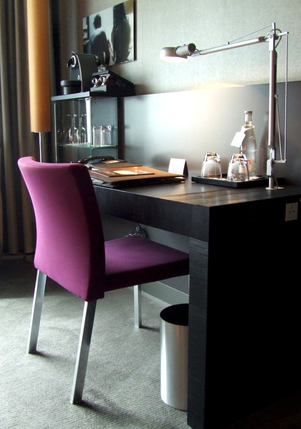 Кабинет в номере роскошного отеля Sofitel Munich Bayerpost