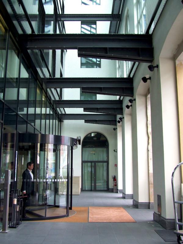 Прихожая роскошного отеля Sofitel Munich Bayerpost