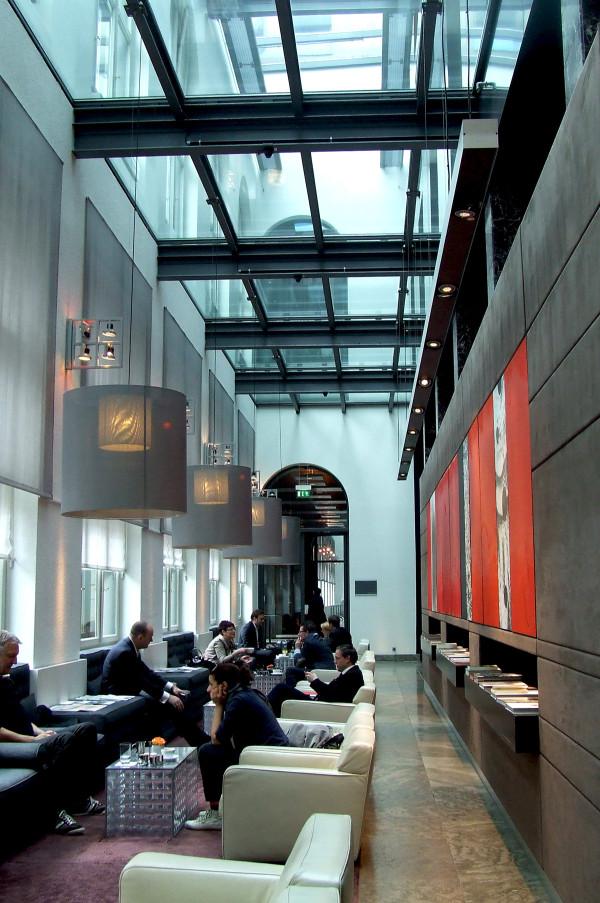 Холл роскошного отеля Sofitel Munich Bayerpost