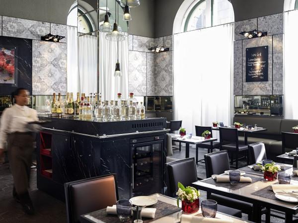Ресторан роскошного отеля Sofitel Munich Bayerpost