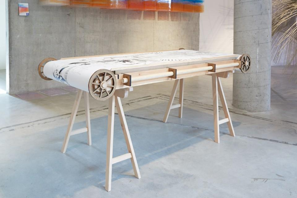 Современная выставка: демонстрационный стол