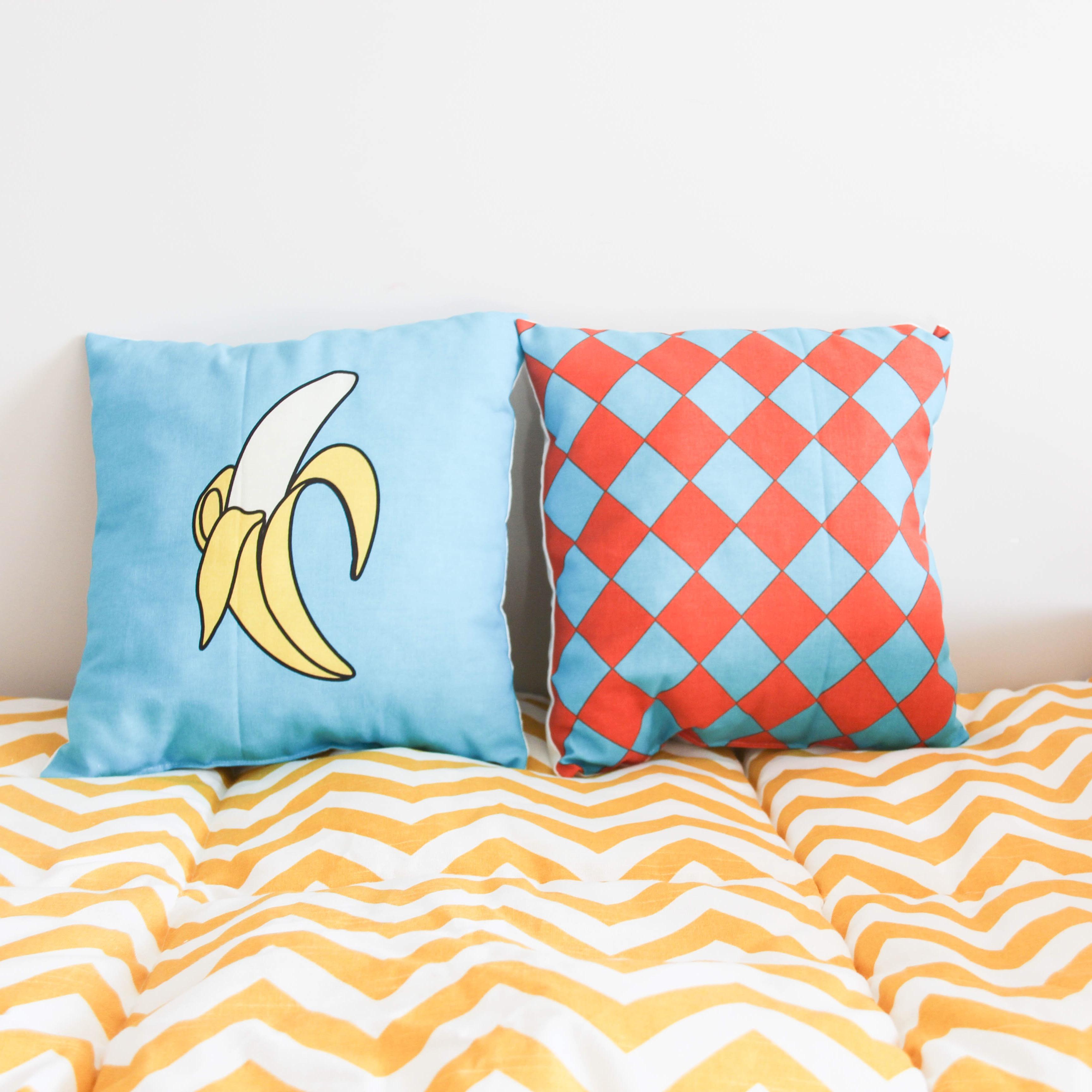 Красивые подушки с геометрическим узором
