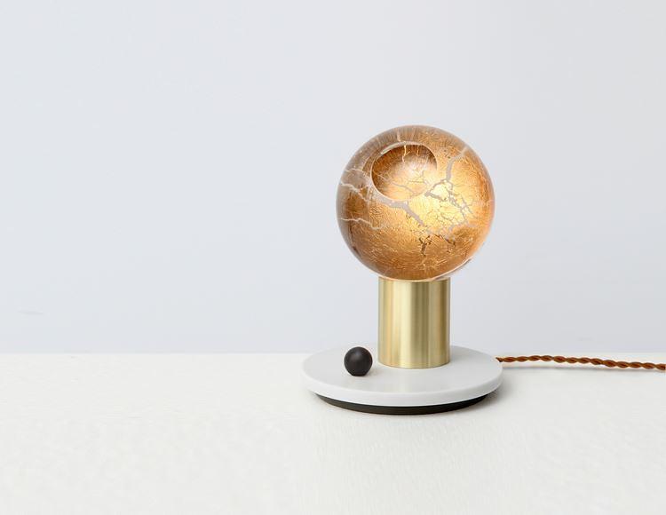 Настольная лампа Atlas от Джоном Хоганом