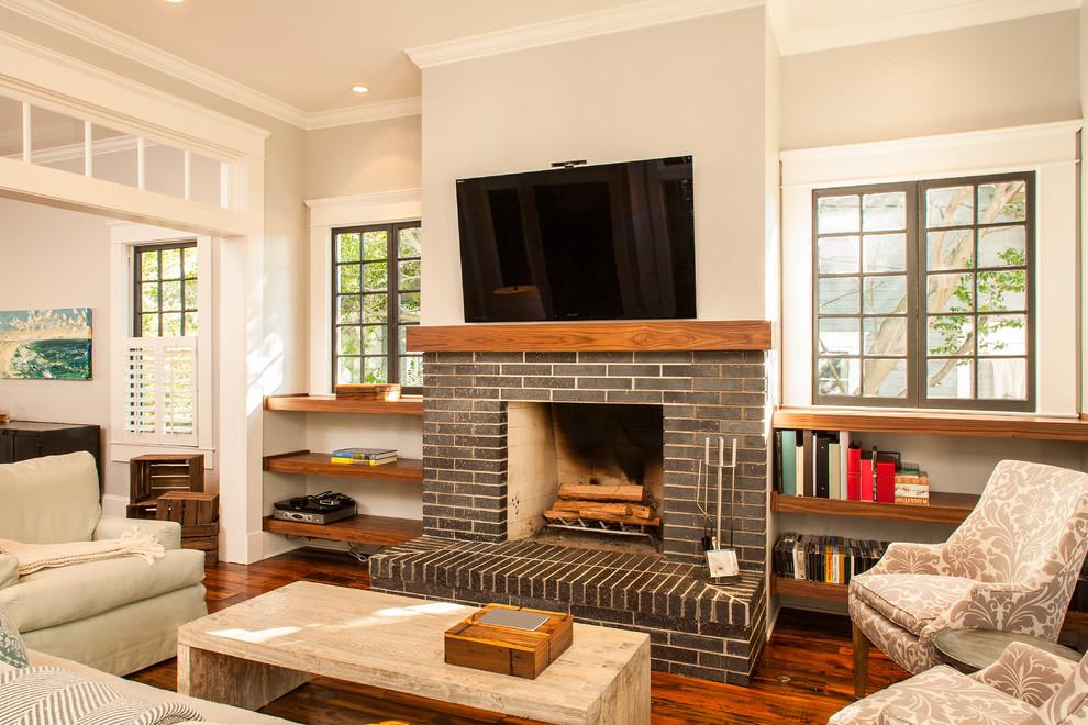 Оформление современного камина в интерьере дома - Фото 22