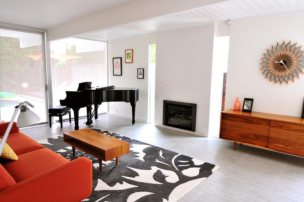 Оформление современного камина в интерьере дома - Фото 28