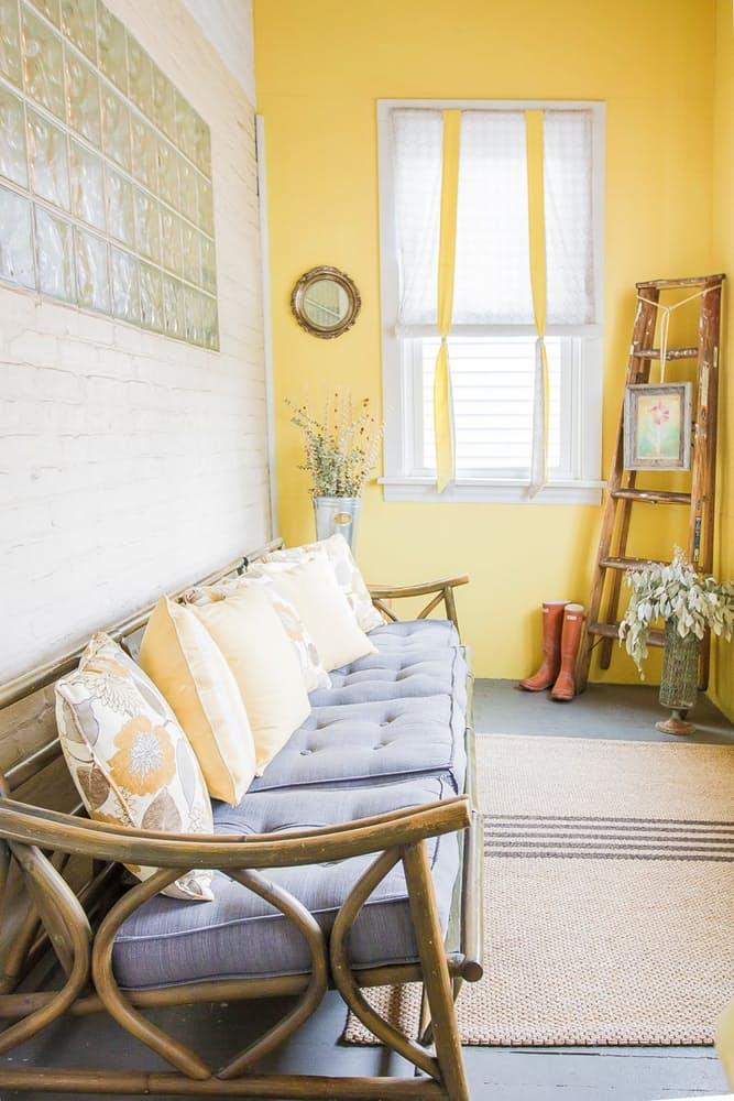 Современный скандинавский интерьер: уютный диванчик