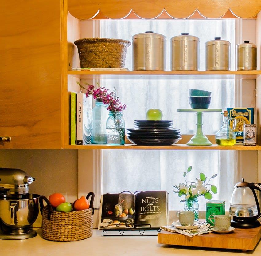 Современный скандинавский интерьер: деревянный кухонный гарнитур