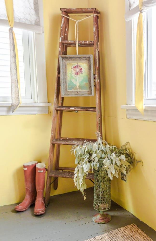 Современный скандинавский интерьер: винтажная лестница