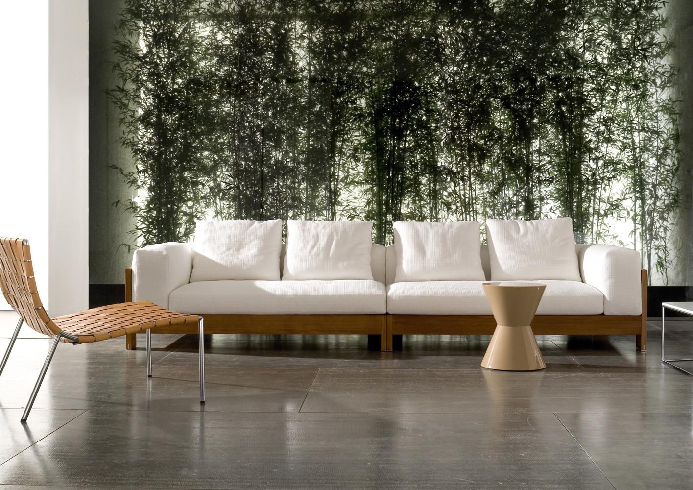 Современные диваны в интерьере гостиной - диван из дерева ироко