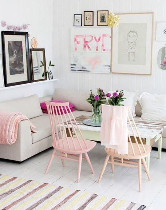 Современные элементы декора: нежных оттенков мебель