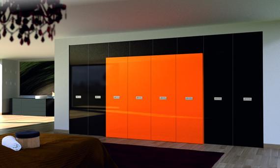 Черно-оранжевый шкаф в интерьере