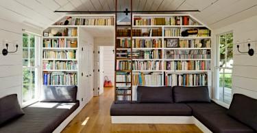 Книжный стеллаж в гостинойот студии Jessica Helgerson Interior Design