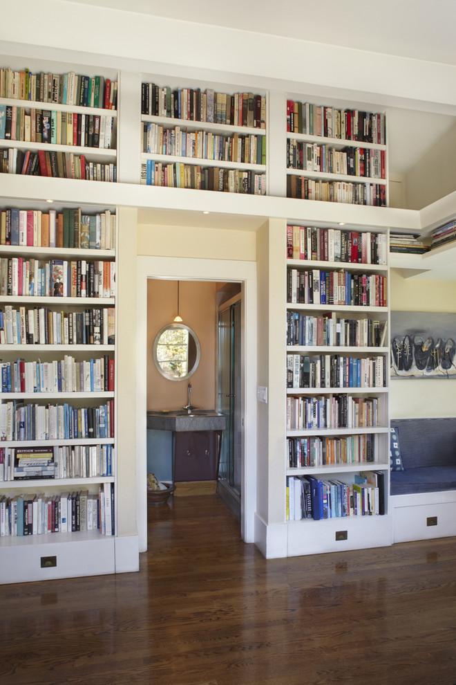 Книжные полки на всю стену своими руками  24