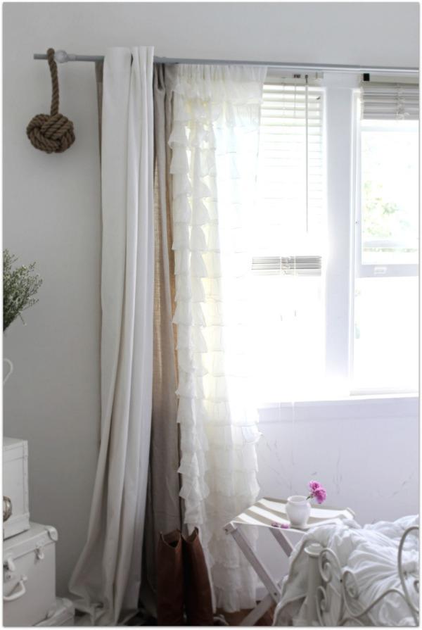 Ажурные занавески в дизайне интерьера комнаты
