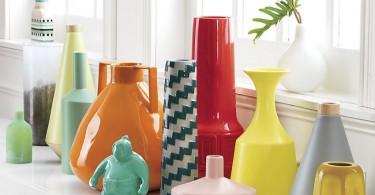 Яркие разноцветные керамические вазы разнообразной формы