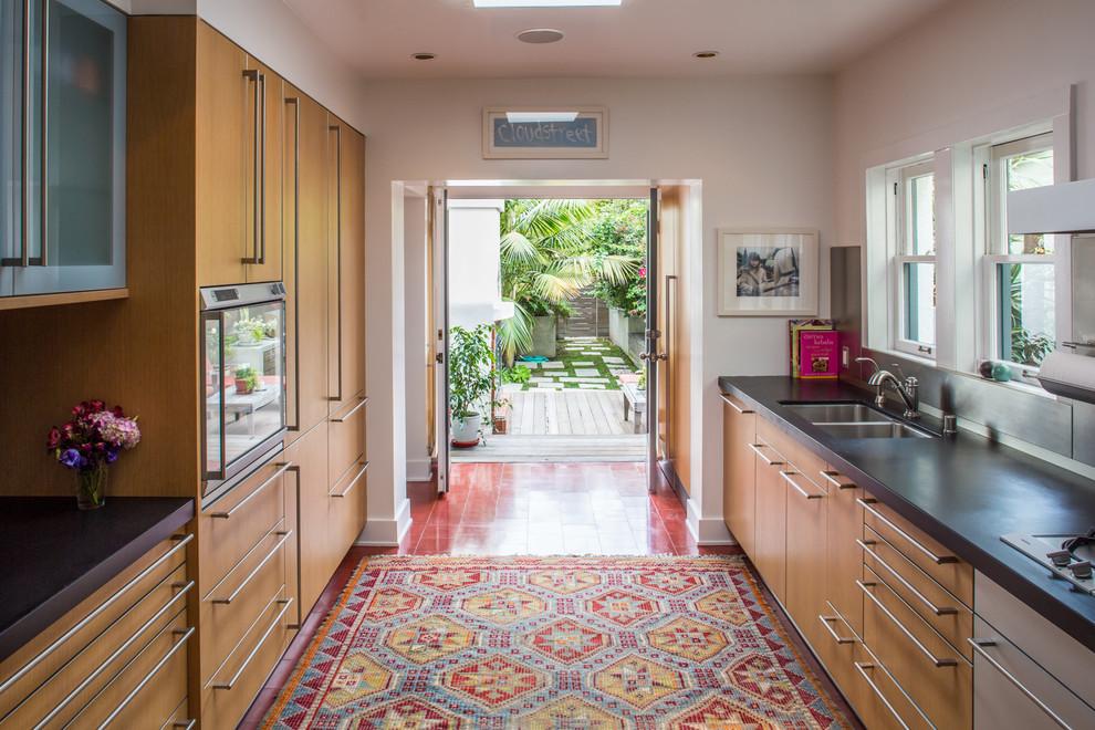 Интерьер просторной кухни