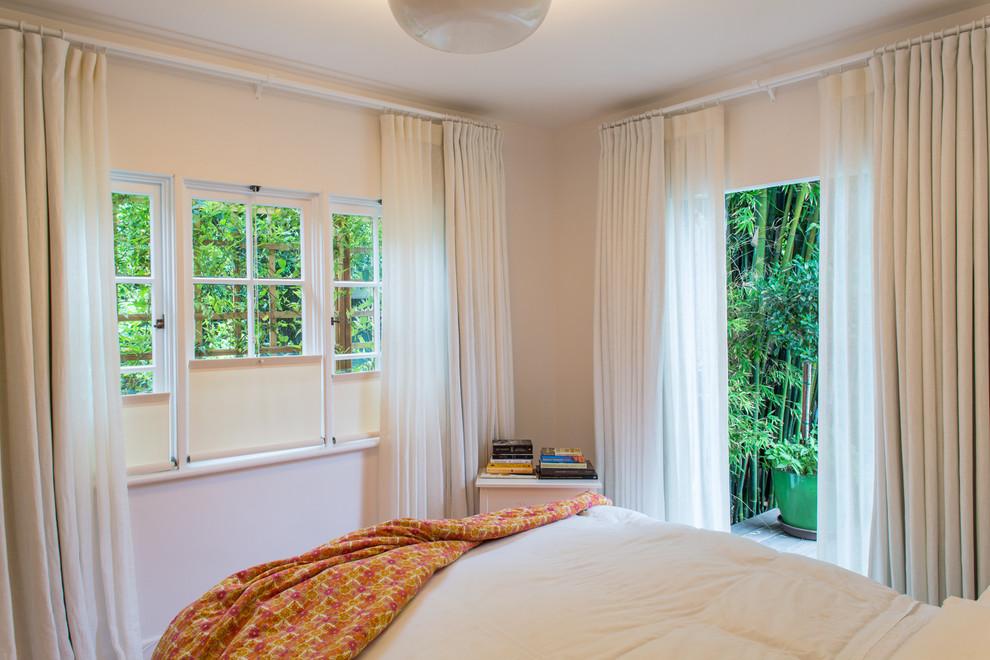 Французские окна и двери в спальне
