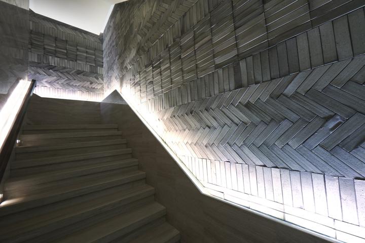 Уникальная лестница между прошлым и будущим от Prism design