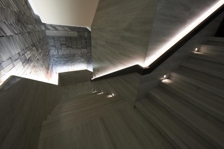 Креативная лестница между прошлым и будущим от Prism design