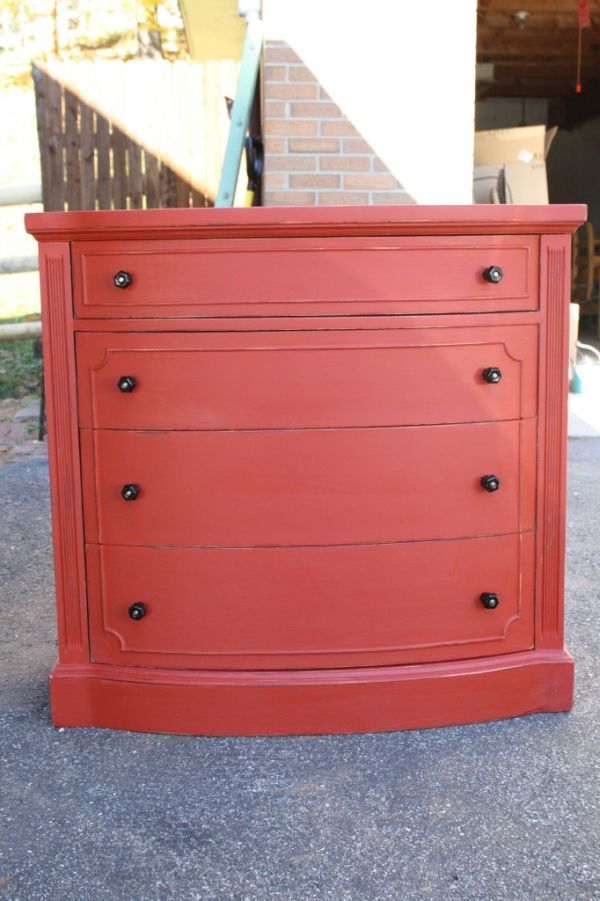 мебель красного цвета
