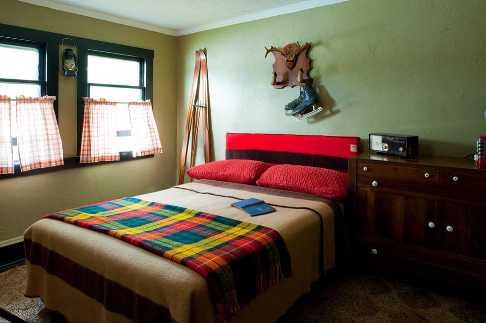 Старинные покрывала на кровати в спальни