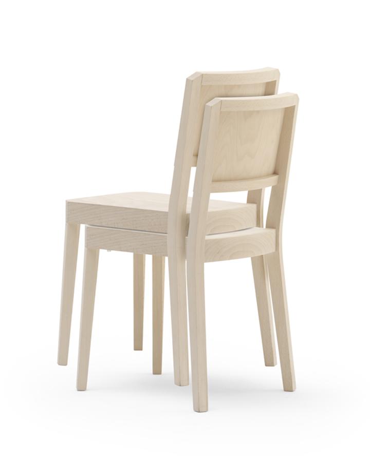 Штабелируемые стулья из дерева