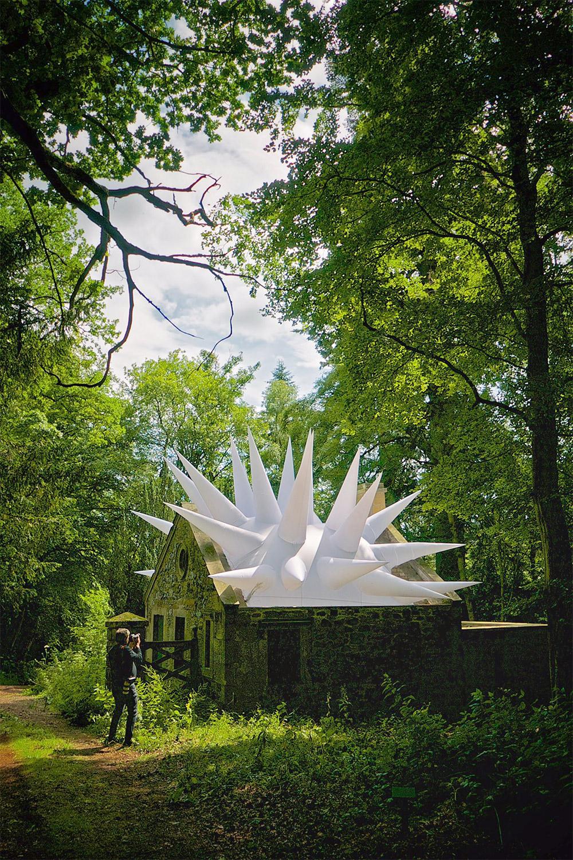Стивен Мэссам: три новаторские инсталляции в парке шотландской усадьбы Меллерстайн