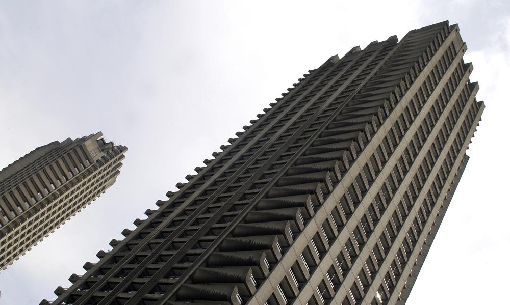 Брутализм в архитектуре - многоэтажный комплекс Барбикан в форме зиккурата