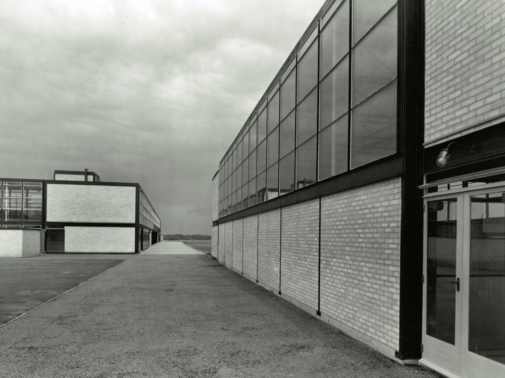 Брутализм в архитектуре - Hunstanton School с панорамными окнами