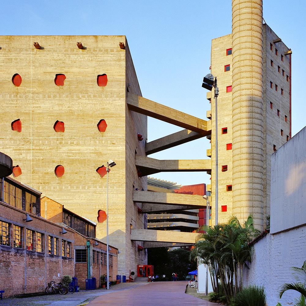 Брутализм в архитектуре - необычный фасад культурного центра SESC Pompeia в Сан Паулу