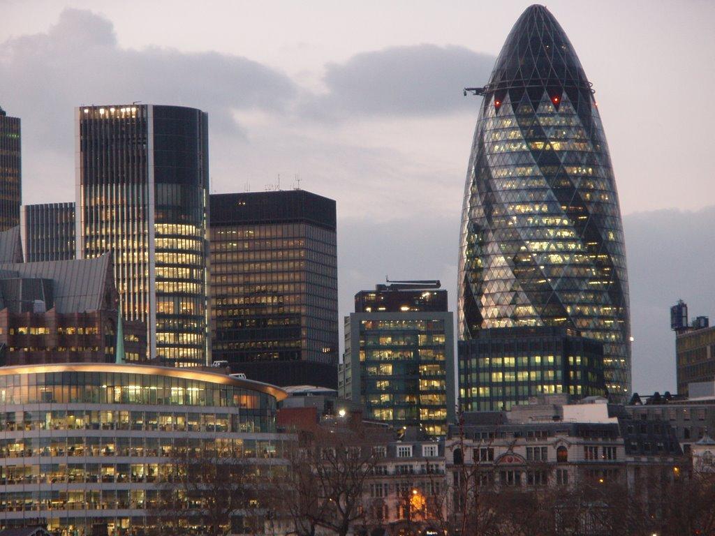 Стиль хай-тек в архитектуре: офис Lloyd в Лондоне