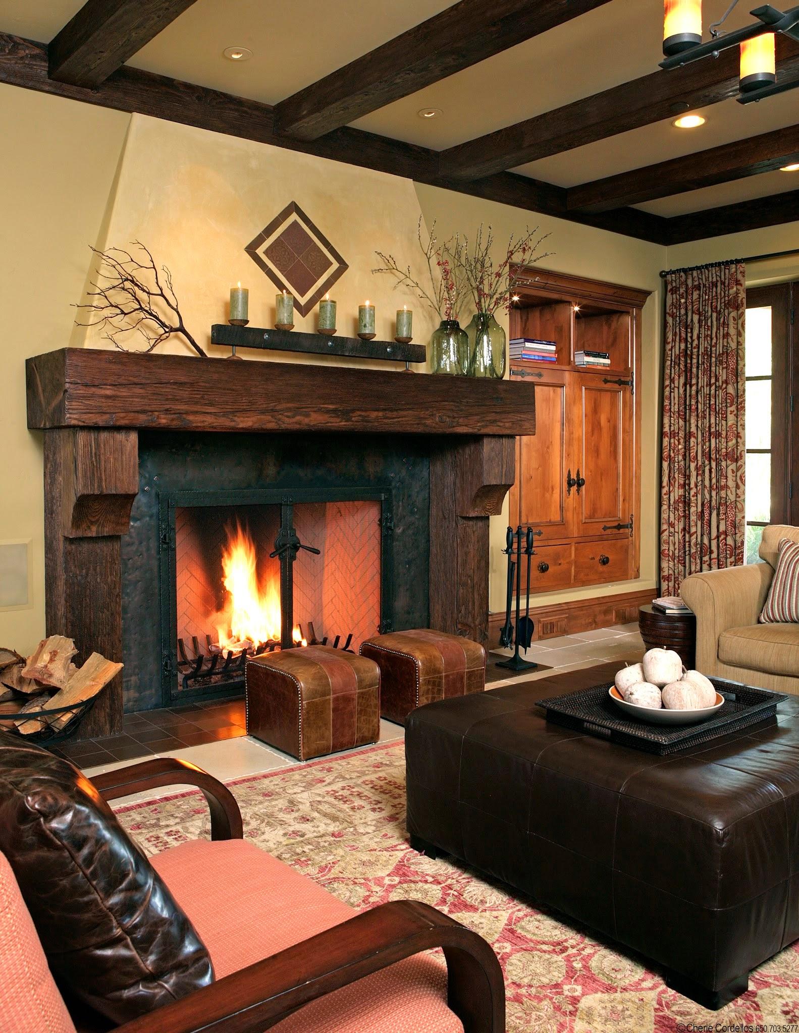 Гостиная с большим камином от Amoroso Design