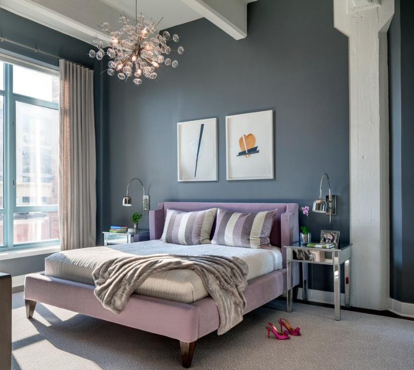 Светло-сиреневая кровать в интерьере спальни