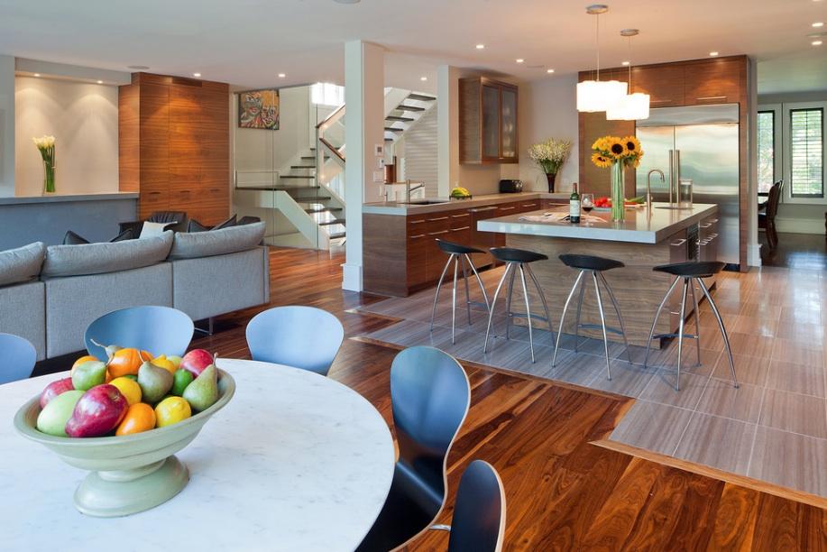 Современный интерьер кухни и гостиной в стиле контемпорари