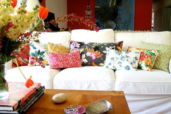 Текстиль в интерьере гостиной комнаты