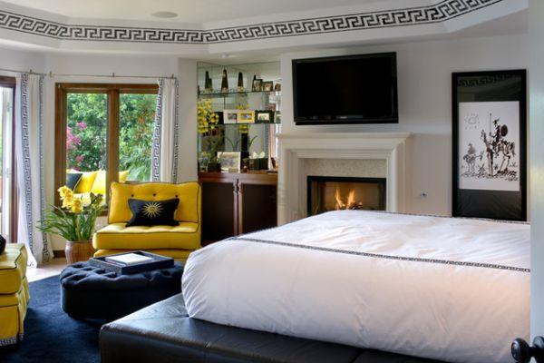 Большой матрас в интерьере спальни