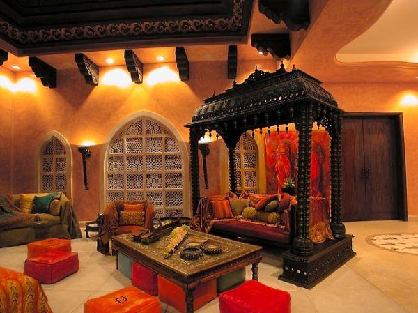 Красивое оформление в интерьере комнаты