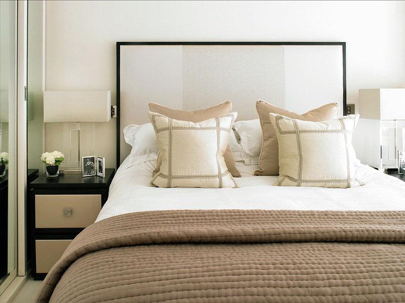 Нежно-бежевый интерьер спальни