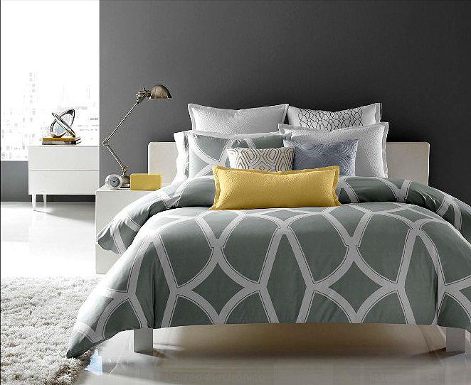 Бледно-зелёное постельное в интерьере спальни